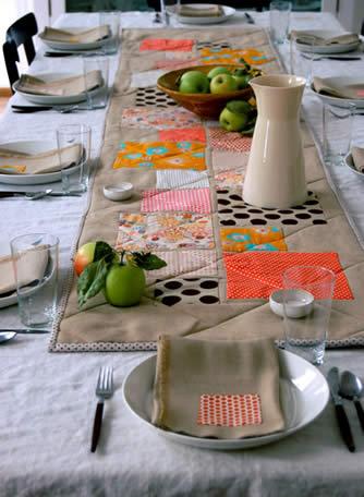 Caminho de mesa e guardanapos em patchwork