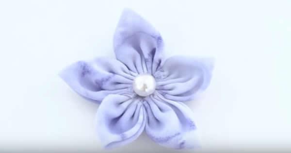 flor-de-fuxico-com-pétalas-pontudas