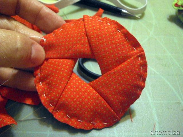corte-o-excesso-do-tecido-formando-um-círculo