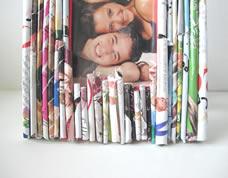 Porta retrato reciclado feito com folhas de revista