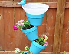 Decoração de jardim diferente com vasinhos de flor