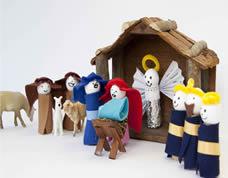 Mini presépio artesanal com feltro e rolhas para fazer no natal