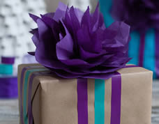 Enfeite lindo de papel para embalar presentes