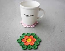Descanso fofo para copos feito com botões