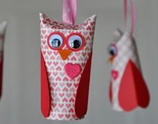 Coruja linda feita com rolos de papel higiênico