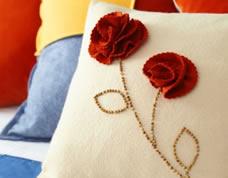 Capa de almofada fácil com flor de feltro