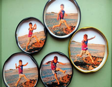 Reutilize tampas de latas para fazer porta retratos