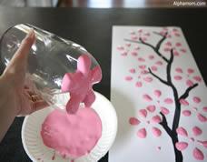 Pintura de tela criativa usando garrafa PET