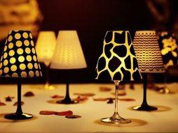 Abajur feito com taça – ideal para um jantar romântico