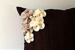 Florzinhas de feltro super meigas para decorar almofada