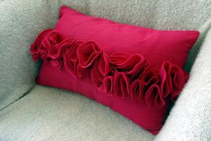 Almofada com detalhes em feltro para fazer em casa