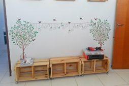 Banquinhos de madeira feitos com caixotes – reutilização com criatividade