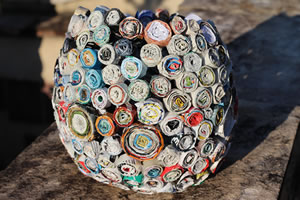 Cesto feito com revistas velhas – criatividade e reciclagem