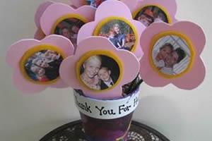 Enfeite de florzinhas com EVA e fotos