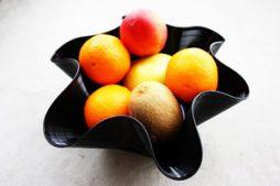 Fruteira incomum feita com disco de vinil