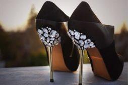 Sapato de salto personalizado com gemas de vidro