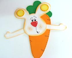 Coelhinho da Páscoa em formato de cenoura