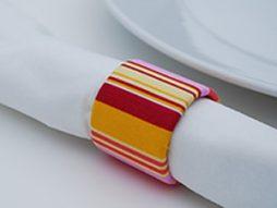 Anéis de guardanapo com rolo de papelão – Faça você mesmo