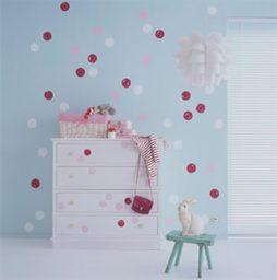 Pintura criativa de bolinhas para renovar as paredes