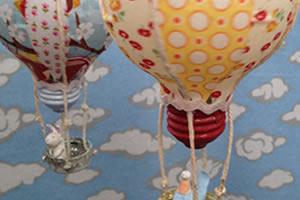 Como reciclar lâmpadas fazendo um enfeite para quarto infantil