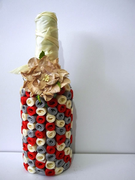 garrafa decorada com fitas de cetim