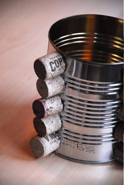 Artesanato com reciclagem: lindo porta lápis com rolhas
