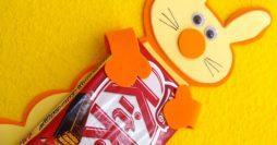 Lembrancinha artesanal para a páscoa – coelho abraçado com chocolate
