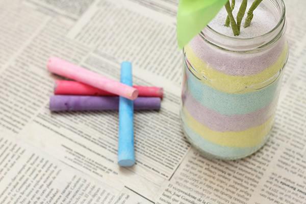 Vaso decorado com sal colorido com giz