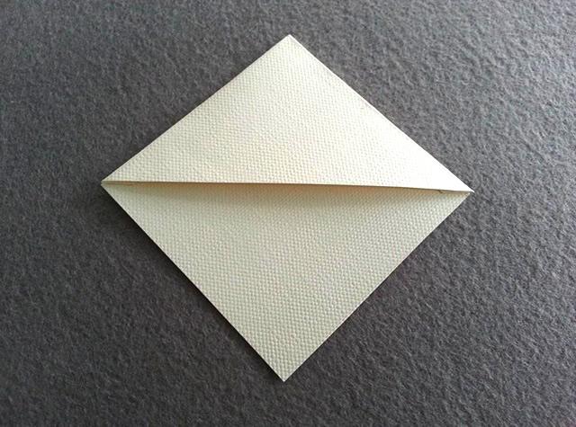 Una as pontas do triângulo e do quadrado em formato de diamante
