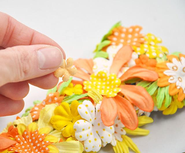 Termine a colagem das flores