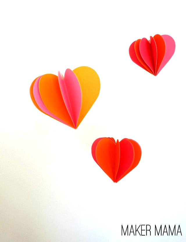 Ornamento com corações de papel