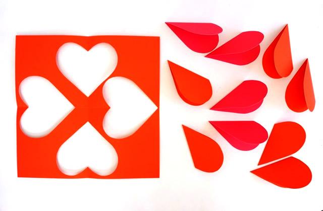 Corte 12 corações para cada ornamento