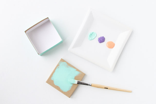 Comece pintando as caixinhas artesanais