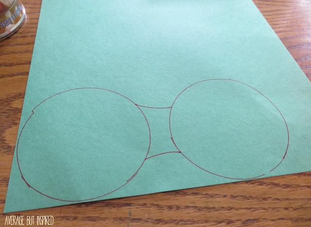 Desenhe duas linhas unindo os dois círculos