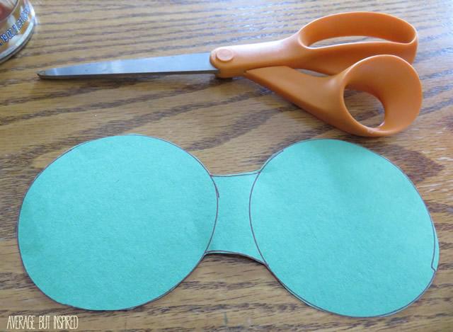 Corte o molde com a tesoura