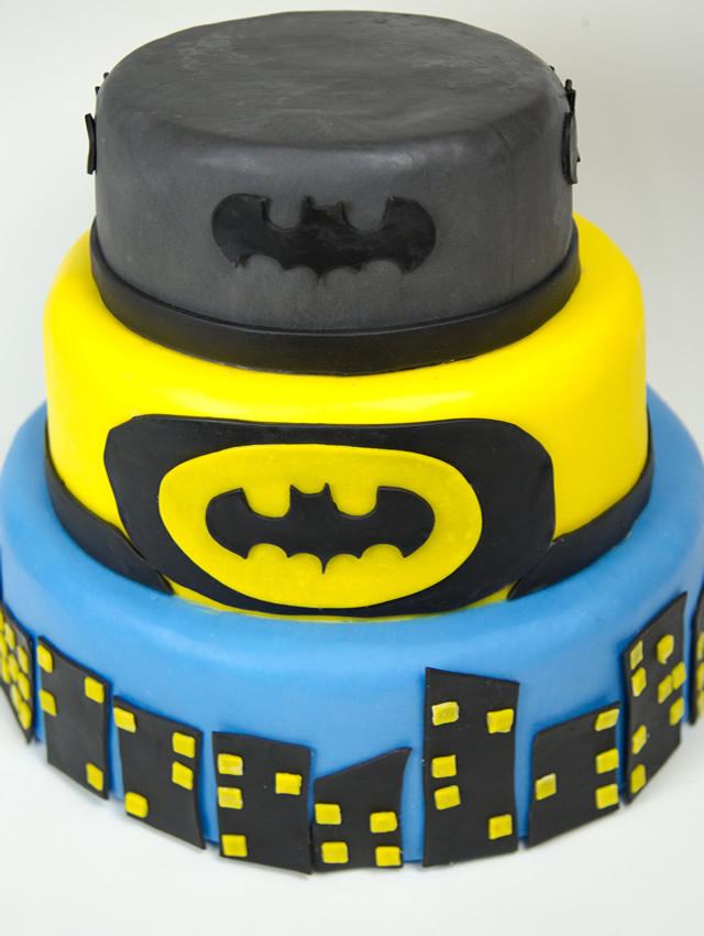 Bolo fake de biscuit tema Batman