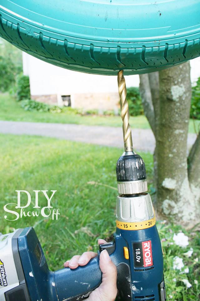 Faça os furos de drenagem do seu vaso de plantas com a broca