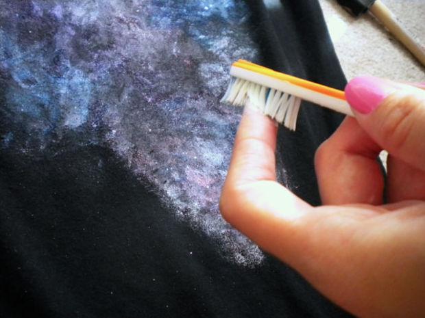 Use a escova de dentes para fazer as estrelas