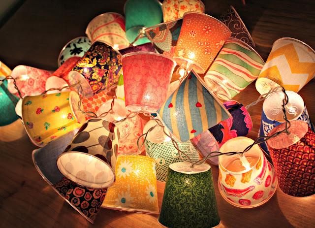 luminárias-artesanais-com-copos-descratáveis-e-tecido