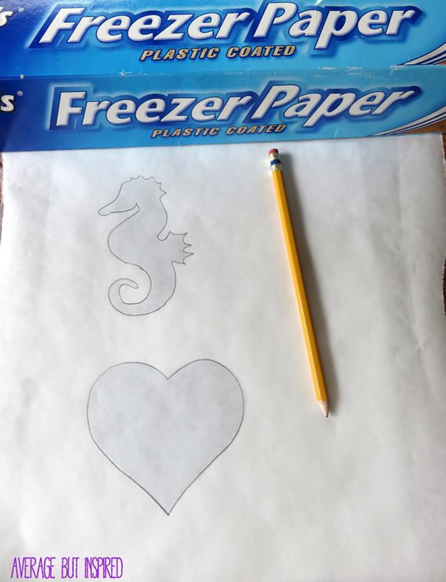 Desenhe o contorno dos moldes no papel termocolante