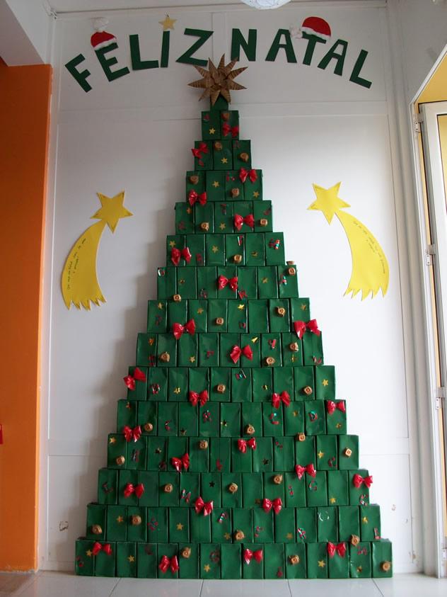 9 artesanatos de natal com caixas de leite revista - Arbol de navidad artesanal ...