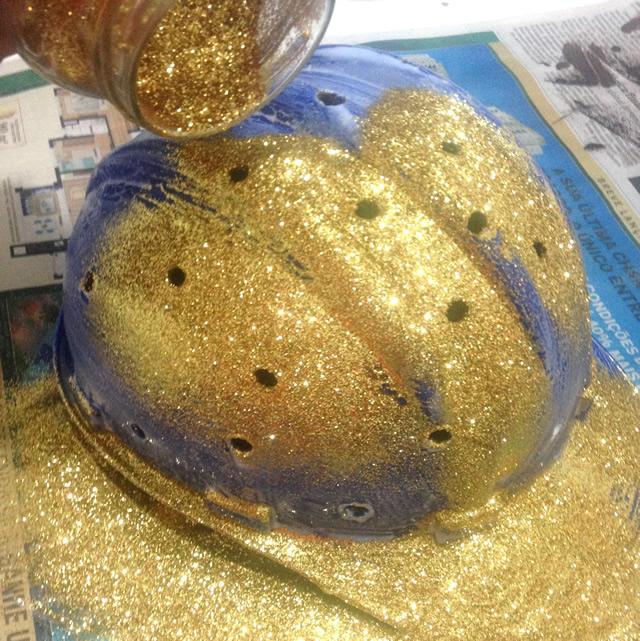 capacete luminária com purpurina