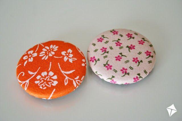 botões revestidos com retalhos de tecido