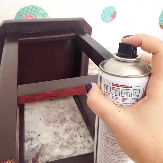 pinte o banquinho com tinta spray