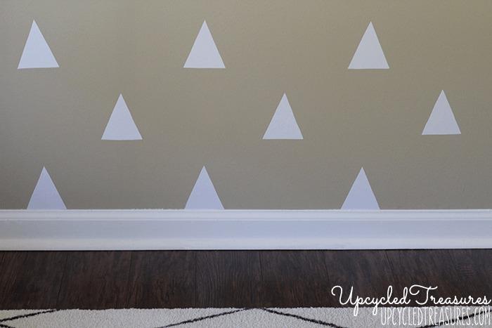 parede-decorada-com-triangulos