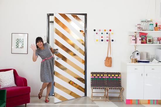 porta-decorada-listras-de-papel-contact
