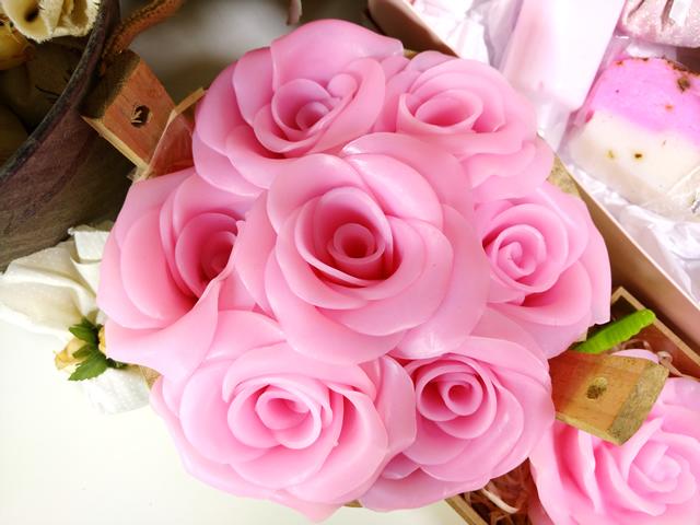 tina-de-rosas-com-sabonete-artesanal