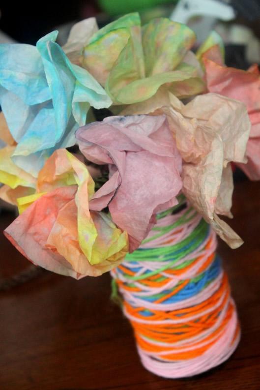 artesanato-com-barbante-vaso-criativo-com-linhas-coloridas