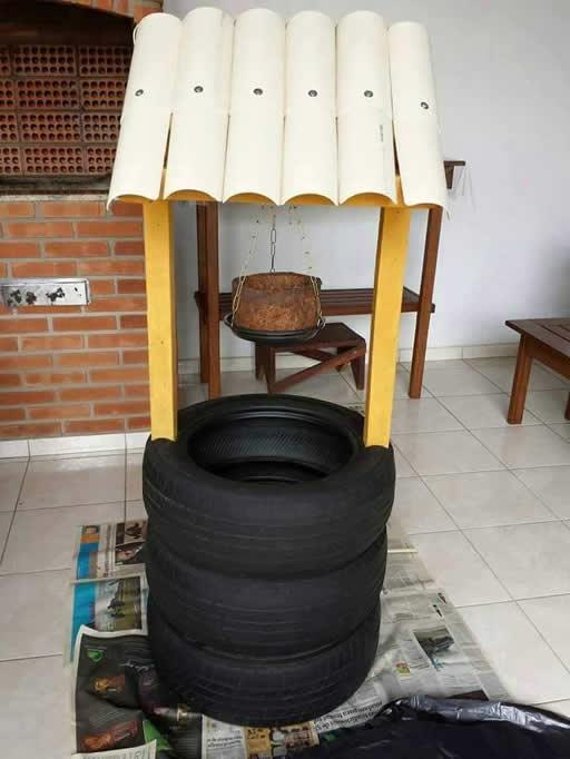 monte-a-estrutura-com-os-pneus-e-telhado