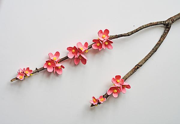 galho-com-flores-decorativo